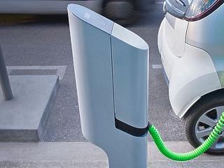 Csak tankolják, nem töltik a tulajdonosok a hibrid autókat, így azok környezetvédelmi értéke kábé nulla
