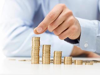 Jön az újabb minimálbér-emelés - kockázatokkal
