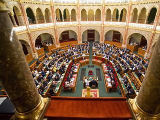 Kezdődik a választás utáni parlamenti ülésszak