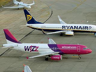 Súlyos mulasztás miatt bírságolták meg a Ryanairt és a Wizzairt