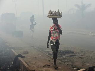 Tisztább benzint kotyvasztanak a nigériai mocsarakban, mint amilyet Európa az országra rásóz