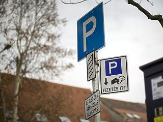 Az önkormányzatok mellett az autósok és az állam hibája is, hogy idáig züllött a fővárosi parkolás