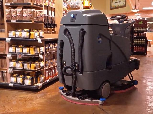 Önvezető padlósúrolót tesztel a Walmart