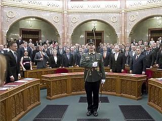 Ma esküt tesznek Orbán miniszterei