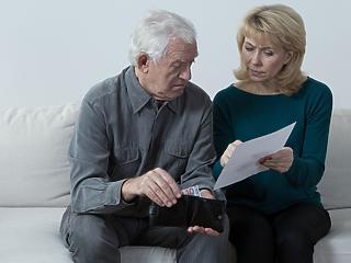 Folytatódik az időskori ellátások leszakadása a fizetésektől