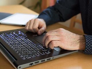 GDPR: a munkáltató engedélyéhez kötötték a céges laptopon való magánchatet