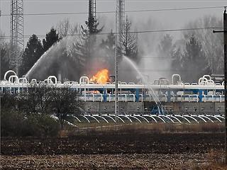 Még mindig lángol a gáz Nagyhegyesnél