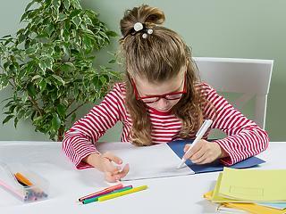 Iskolaérettségi vizsgálatok: hétfőtől a szülők akár le is fotózhatják a Pedagógiai Szolgálatok szakértői véleményét