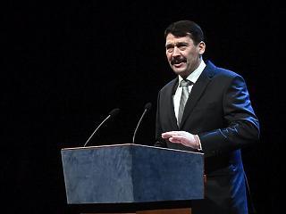 Egy ellenzéki politikus cége nyerte Áder János alapítványának közbeszerzését