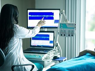 Már orvosszakmai ügyekbe is beleszólhatnak a kórházparancsnokok