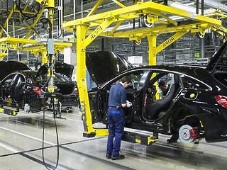 Továbbra is kóvályog a magyar autógyártás