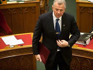 Schmitt Pál unokaöccsét felmentették az Igazságügyi Minisztériumban