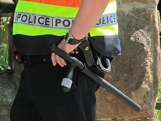 Iskolaőrök: rendőrbotot, bilincset, vegyi eszközt és testi kényszert alkalmazhatnak