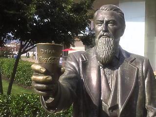 130 éve halt meg a Coca-Cola feltalálója