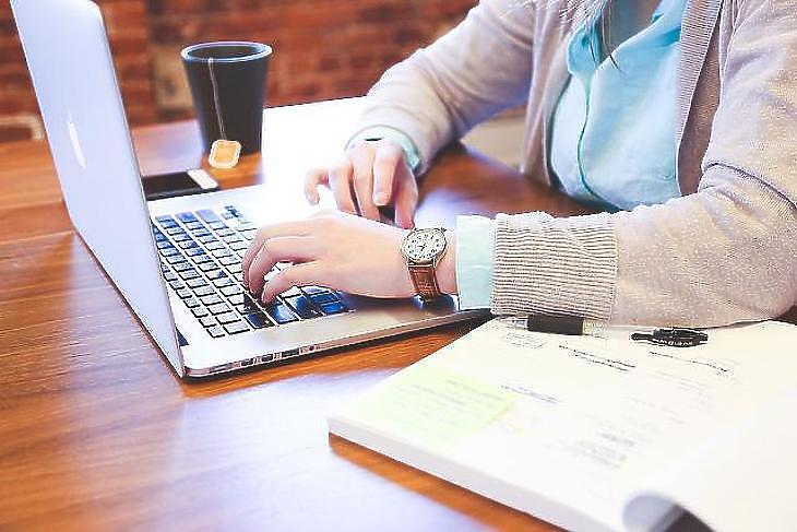 Több nagy pénzügyi szolgáltató is megteremtette a tisztán online igénylés lehetőségét. Fotó: depositphotos
