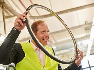 A Tour alatt megkezdi a Continental a pitypangból készült bicikliabroncsok sorozatgyártását