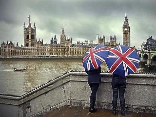 A brit vállalatvezetők már ma megkeresik azt a pénzt, amiért egy átlagos munkás egész évben gürizik