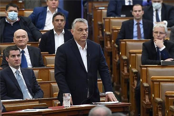 Orbán Viktort ezúttal írásban kérdezték. Volna. (Fotó: MTI)