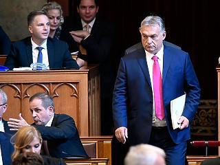 Orbán a parlamentben: mérlegeljük a kijárási tilalmat
