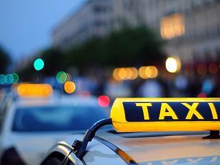 Drága a benzin, de a taxisok nem kérik a fix tarifa emelését