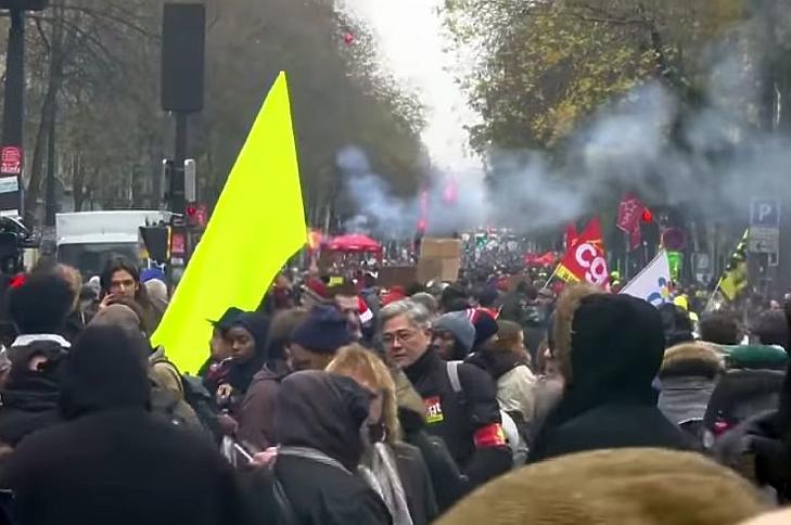 Óriási tömeg tiltakozott Macron reformjával szemben (Forrás: Youtube.com)