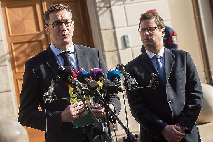 Karácsony Gergely és Gulyás Gergely miniszter a tárgyalások közben nyilatkozott Fotó: MTI
