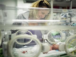 Egy budapesti kórházban 2 millió forintért sem találnak szülészorvost