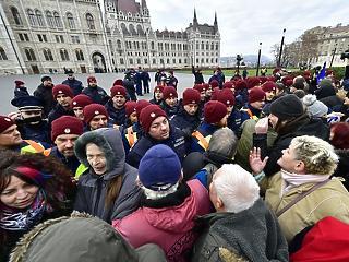 Buta bürokratikus akadályok - Orbán elmondta, mit gondol a túlmunkáról