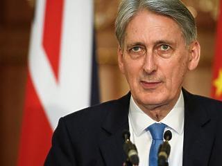 Kilátásba helyezte lemondását a brit pénzügyminiszter
