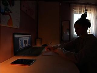 Várhatóan április hetedike után is marad a digitális oktatás