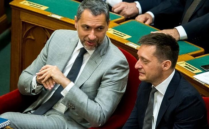Lázár János és Rogán Antal a parlamentben