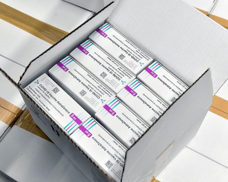 Az AstraZeneca-vakcina. Fotó: MTI/Máthé Zoltán