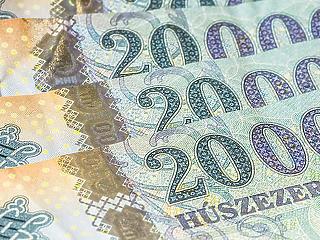 Újabb történelmi mélyonton a forint