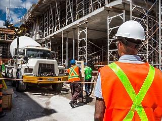 Nem gödörbe, szakadékba zuhant a hazai építőipar