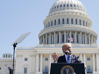 A tanácsadói is keményebb lépésre biztatják Trumpot