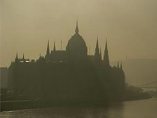 Még mindig komoly probléma Magyarországon a korrupció
