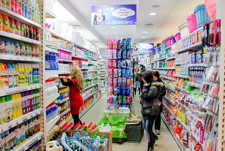 Vevőnap a karcagi One Euro boltban. (Forrás: oneeuro.hu)