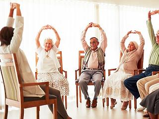 A rászorulók alig negyede jut idősotthonba, kap idősellátást