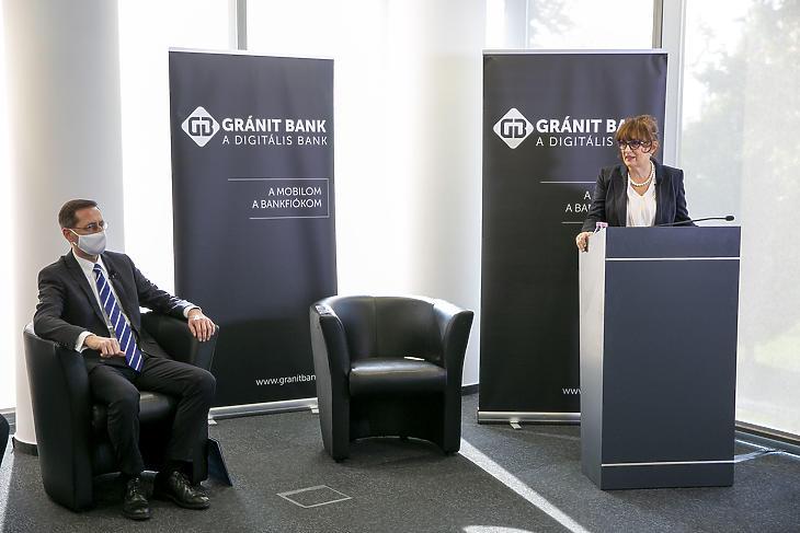 Varga Mihály és a Gránit Bank elnök-vezérigazgatója, Hegedűs Éva. Fotó: Gránit Bank