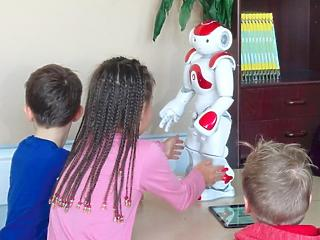 Robot vette el a tanár munkáját Finnországban
