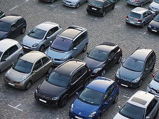 A BKK szerint rendkívüli nehézségeket okoz az ingyenes parkolás a fővárosban