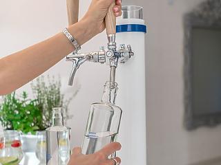 SZERDÁN KI KELL MENNIE, SIMA HÍRKÉNT! A palackos víz exkluzív alternatívája