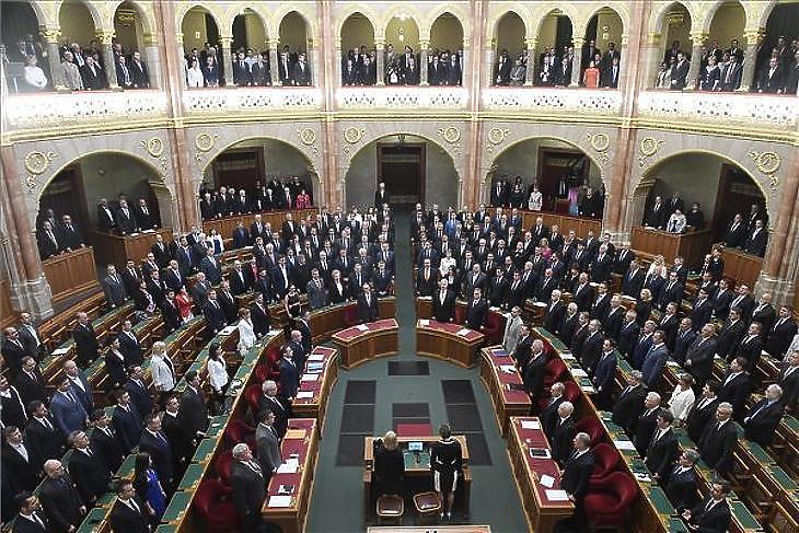 Júniusban tárgyalhatja a költségvetést a parlament