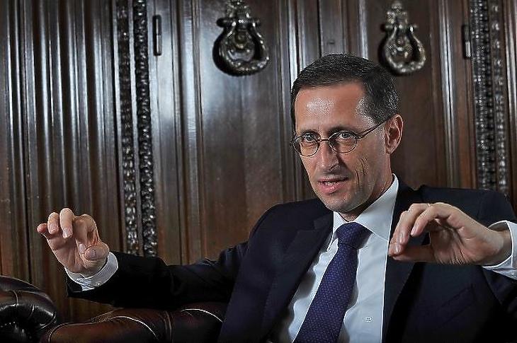 Elégedett lehet a kötvénykibocsátással Varga Mihály pénzügyminiszter (Fotó: Bánkuti András)