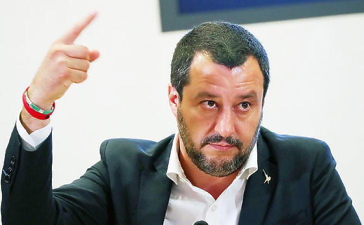 Salvini beadhatja a derekát