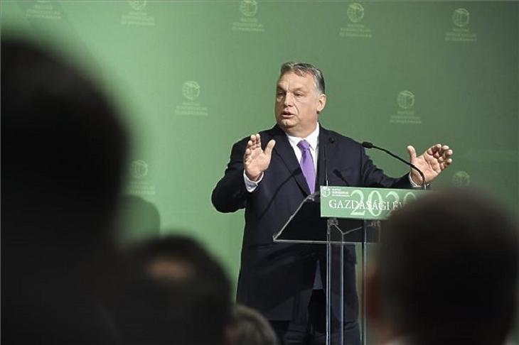 Orbán Viktor az MKIK ülésén. Fotó: MTI