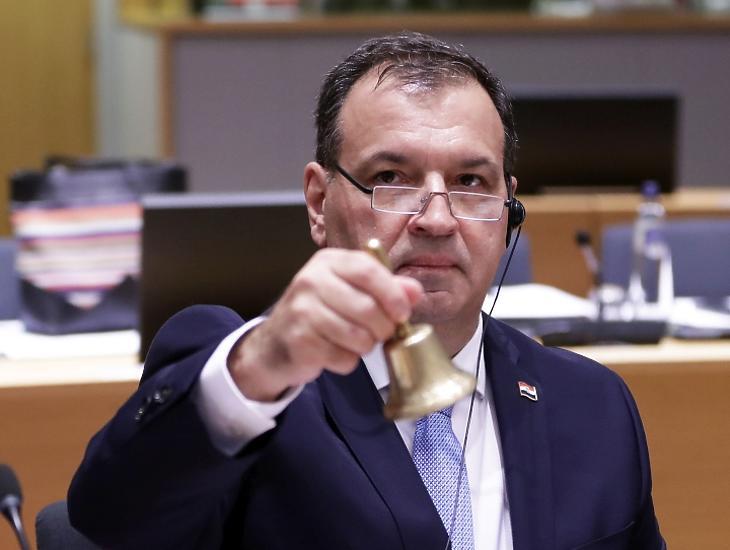 Vili Beros horvát egészségügyi miniszter az Európai Unió egészségügyi minisztereinek rendkívüli brüsszeli ülésén, amelyet a tüdőgyulladást okozó új koronavírus terjedése miatt rendeztek 2020. február 13-án. MTI/EPA/Olivier Hoslet
