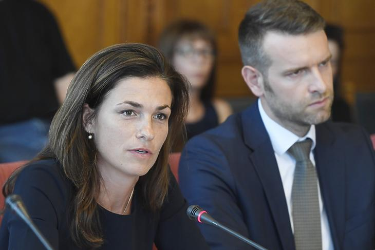 Varga Judit igazságügyi miniszterjelölt kinevezés előtti meghallgatásán 2019. július 4-én. Mellette Steiner Attila, az uniós kapcsolatokért felelős államtitkár (Fotó: MTI)