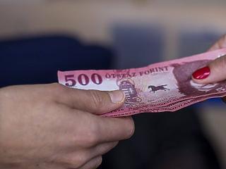 A kormány is belátta, hogy zavar van a bértámogatásnál: mostantól előre utalnak