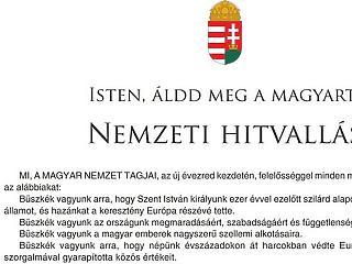 A Nemzeti Hitvallást kell kitenni a középületben a nemzeti együttműködési nyilatkozat helyett